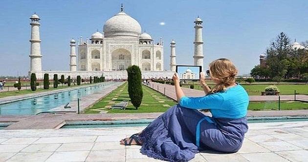 golden triangle tour Taj mahal
